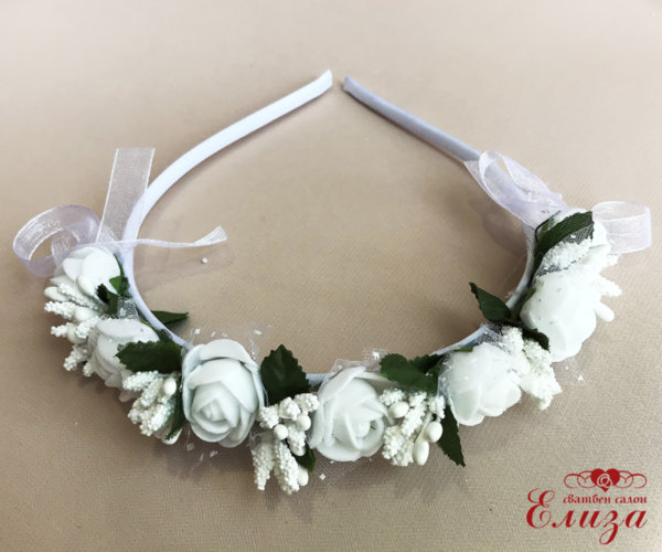 Детска диадема с бели рози